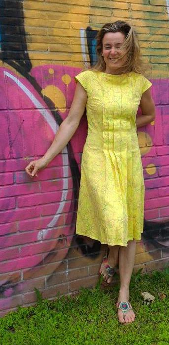 vestito pieghe giallo